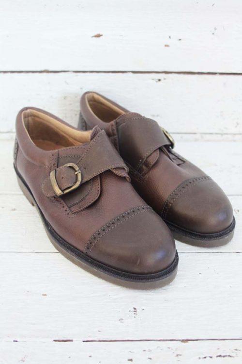 Gloednieuwe vintage schoenen met riempje.